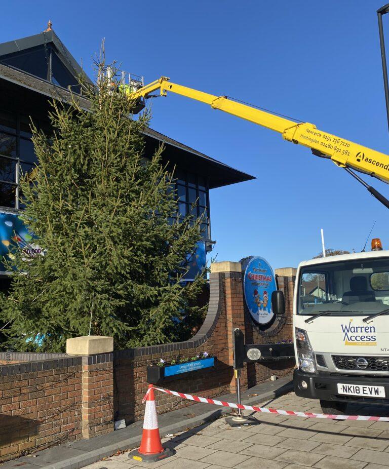 18m Ascendant Truck Mounted Platform putting up Christmas lights