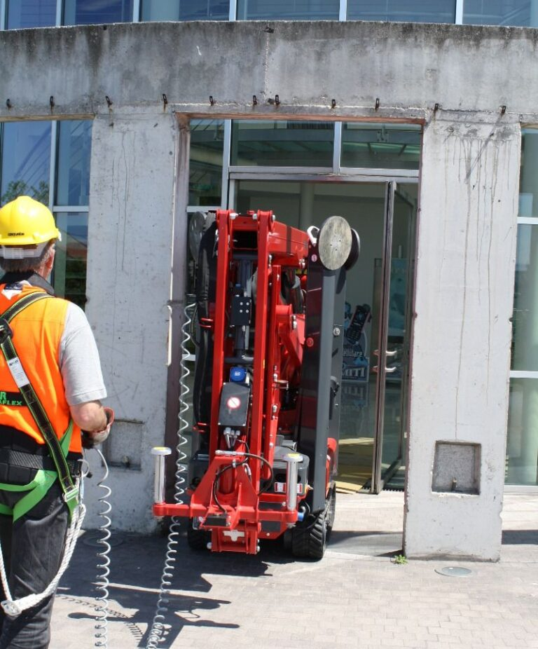 Travelling - 17m Hinowa Lightlift Tracked Access Platform