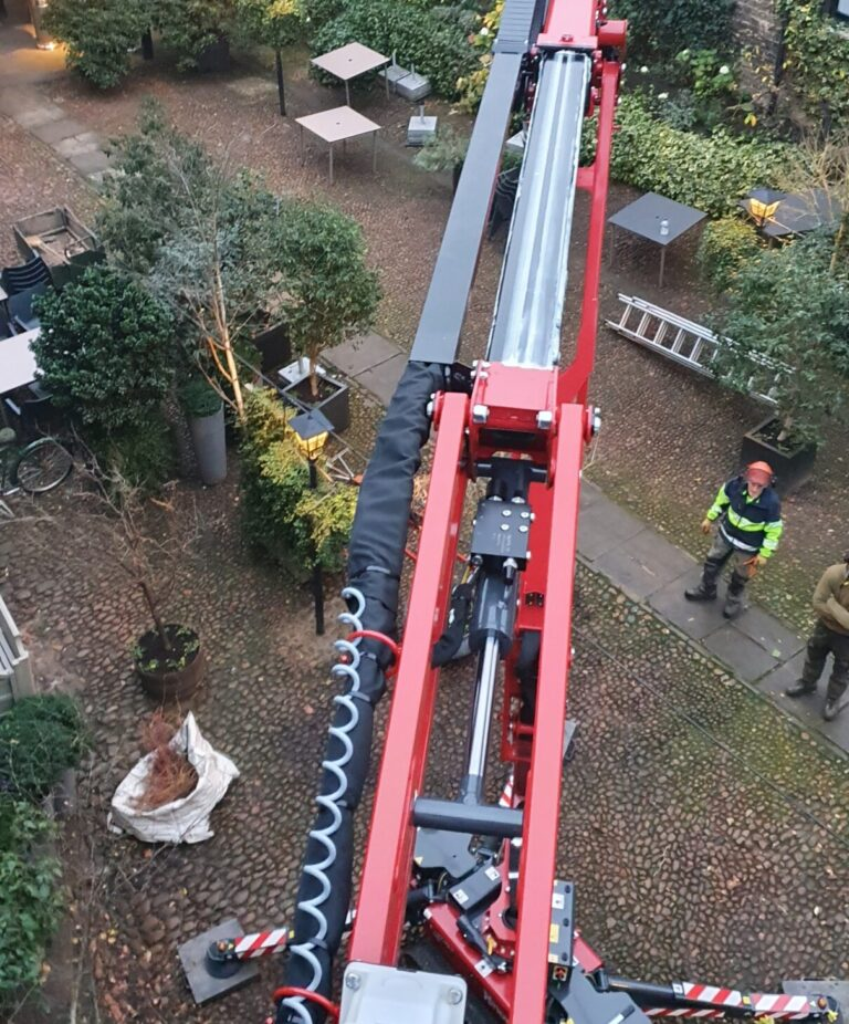 Garden - 17m Hinowa Lightlift 1775 Spider Lift