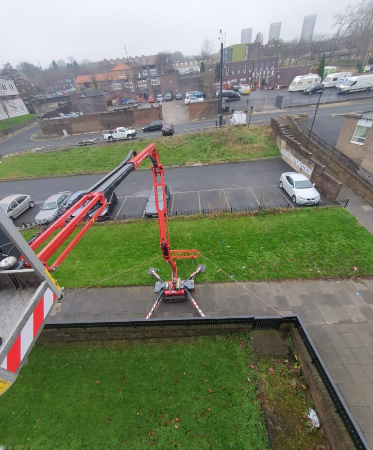 Narrow outside Space - Hinowa 1775 Tracked Access Platform