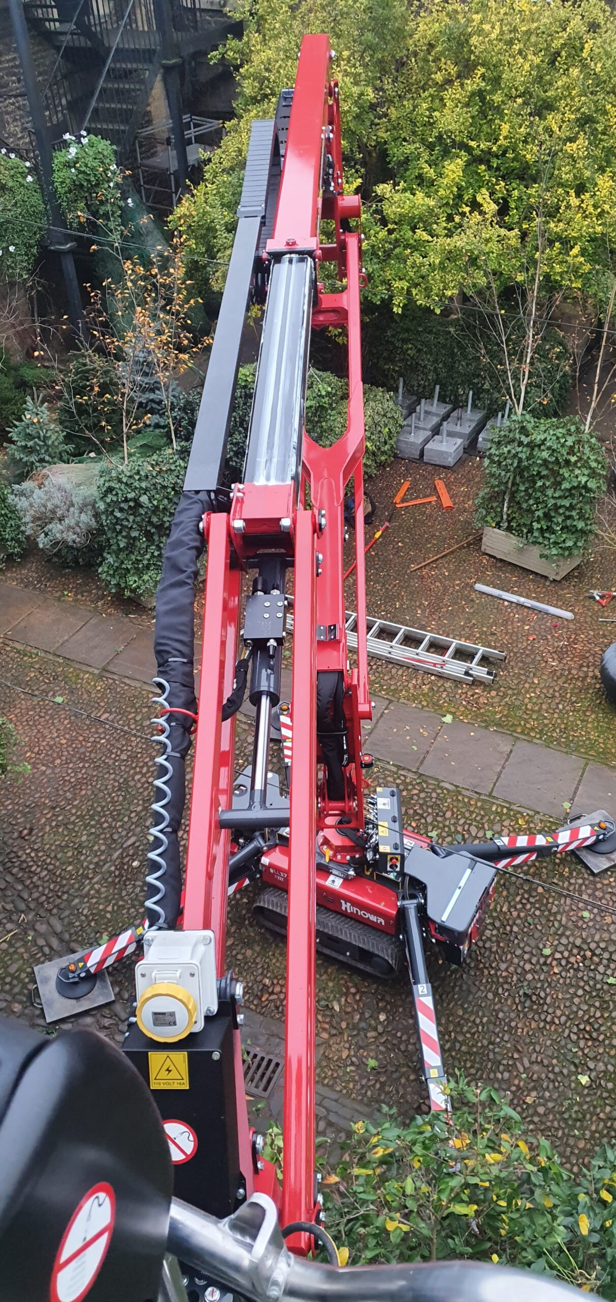 Warren Access provide 17m Hinowa 17.75 spider lift to trim ivy at The George of Stamford