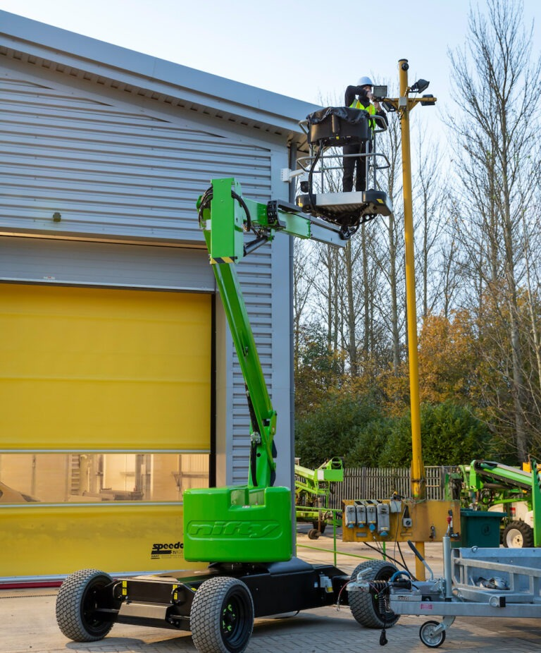 Outdoors - 12.1m Niftylift HR12L - Electric Self-Propelled Boom