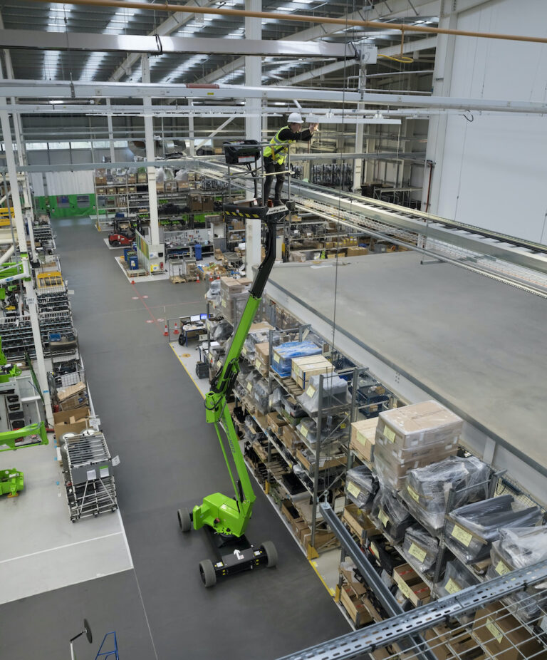 Warehouse - 12M Niftylift HR12L - Electric Self-Propelled Boom